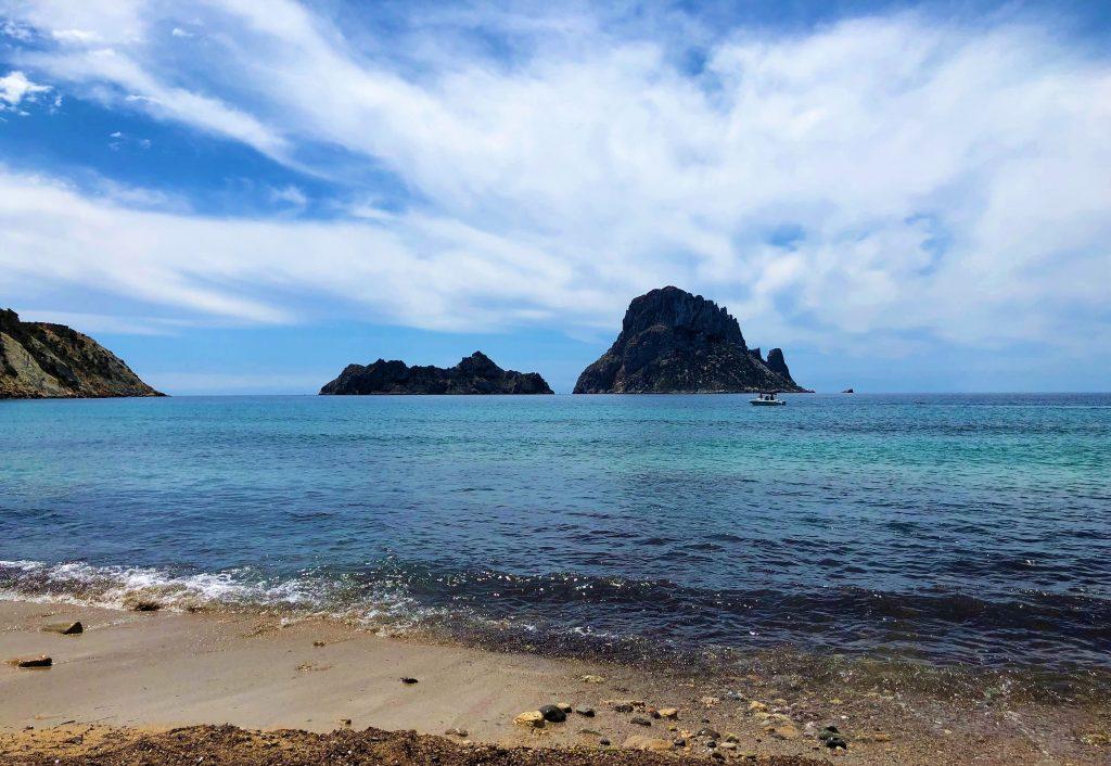 Le spiagge più belle di Ibiza: Cala d'Hort e Es Vedrà