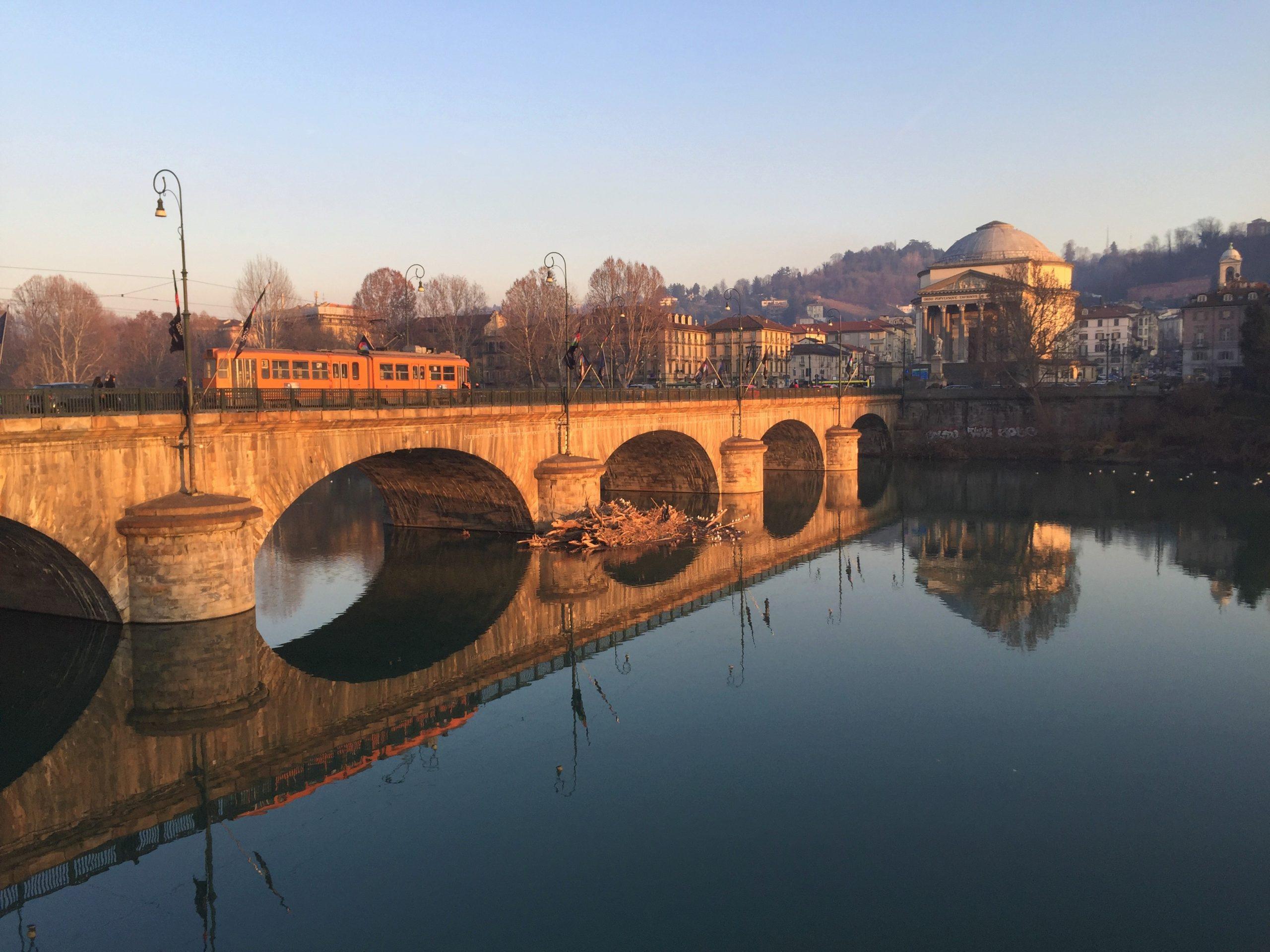 Fiume Po, Murazzi di Torino