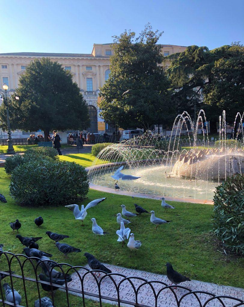 Piazza Bra: Fontana delle Alpi