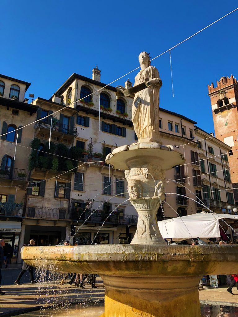 Piazza delle Erbe: fontana