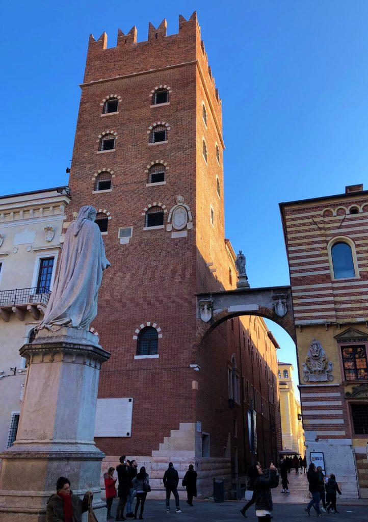 Statua di Dante in Piazza dei Signori