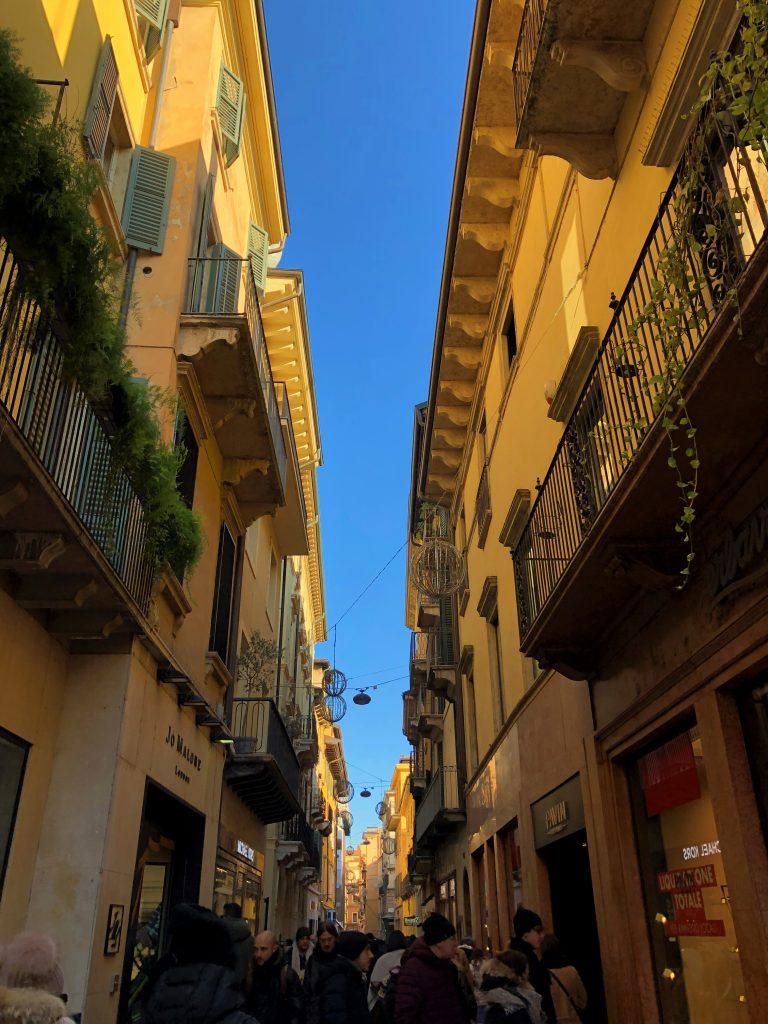 Via Mazzini, via dello shopping di Verona