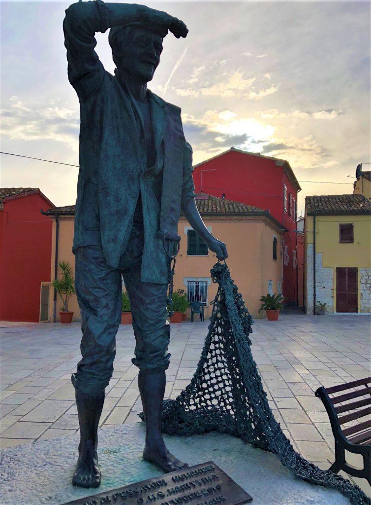 Monumento al Pescatore a Numana