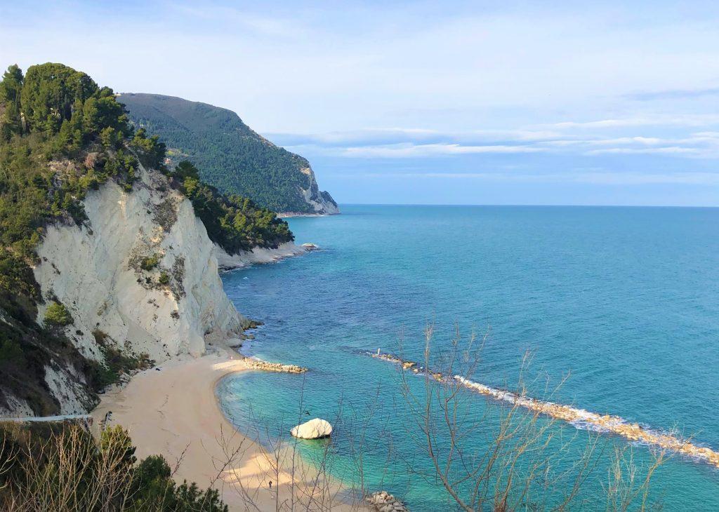 Numana nella Riviera del Conero: spiaggia dei Frati