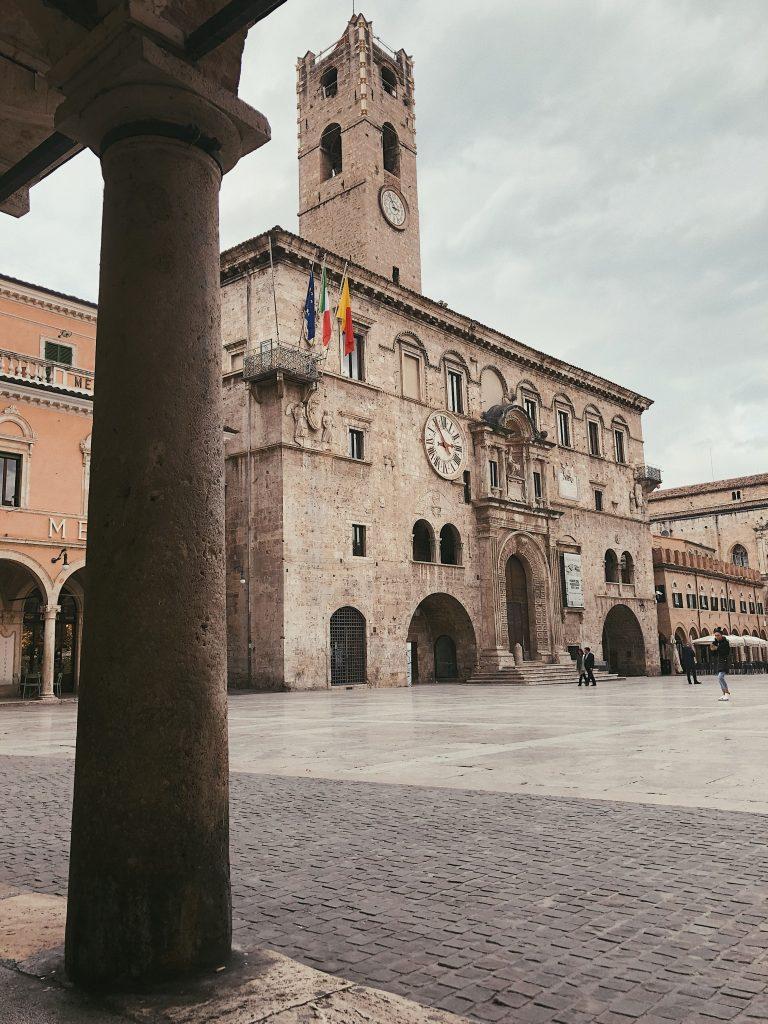 Palazzo dei Capitani del Popolo - Piazza del popolo ad Ascoli Piceno