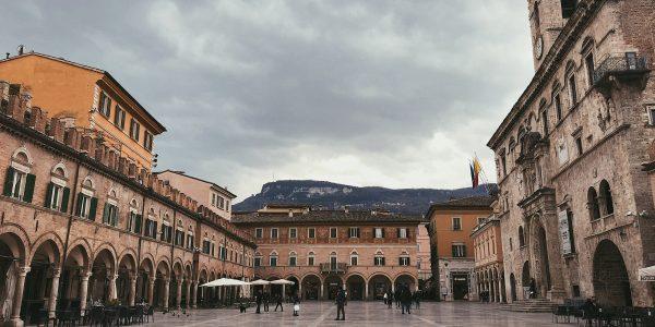 Piazza del Popolo ad Ascoli Piceno: cosa vedere