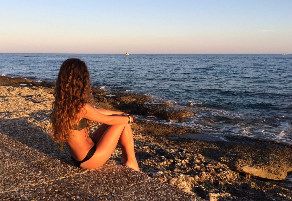 Aspettando il tramonto sulla spiaggia di Agios Aimilianos