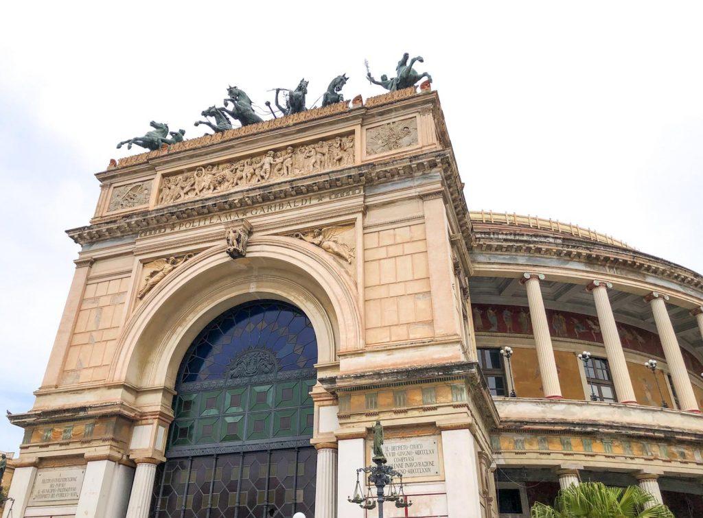 Facciata del Politeama di Palermo