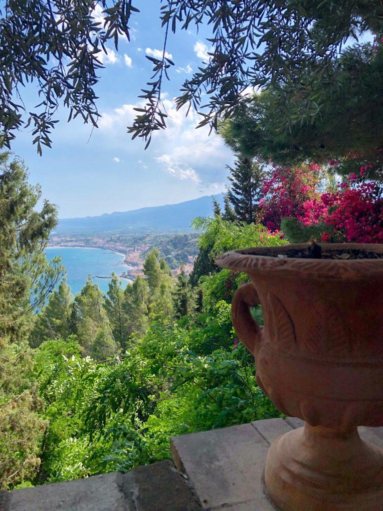 Vista dell'Etna dalla Villa Comunale