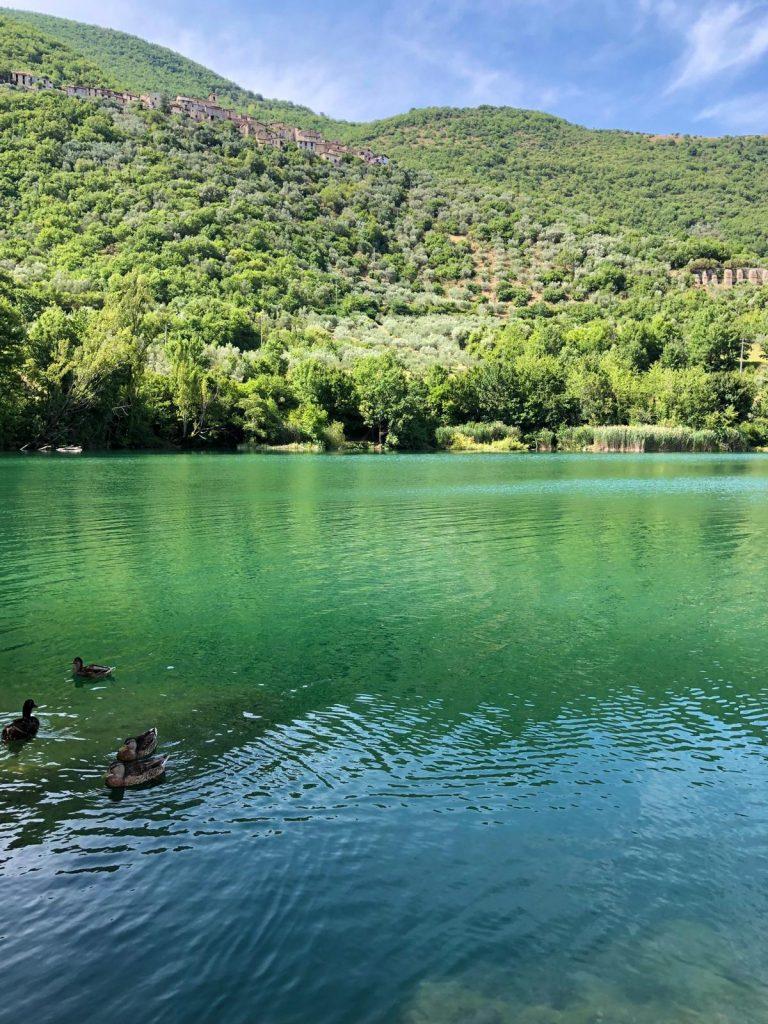lago di paterno nella valle del velino
